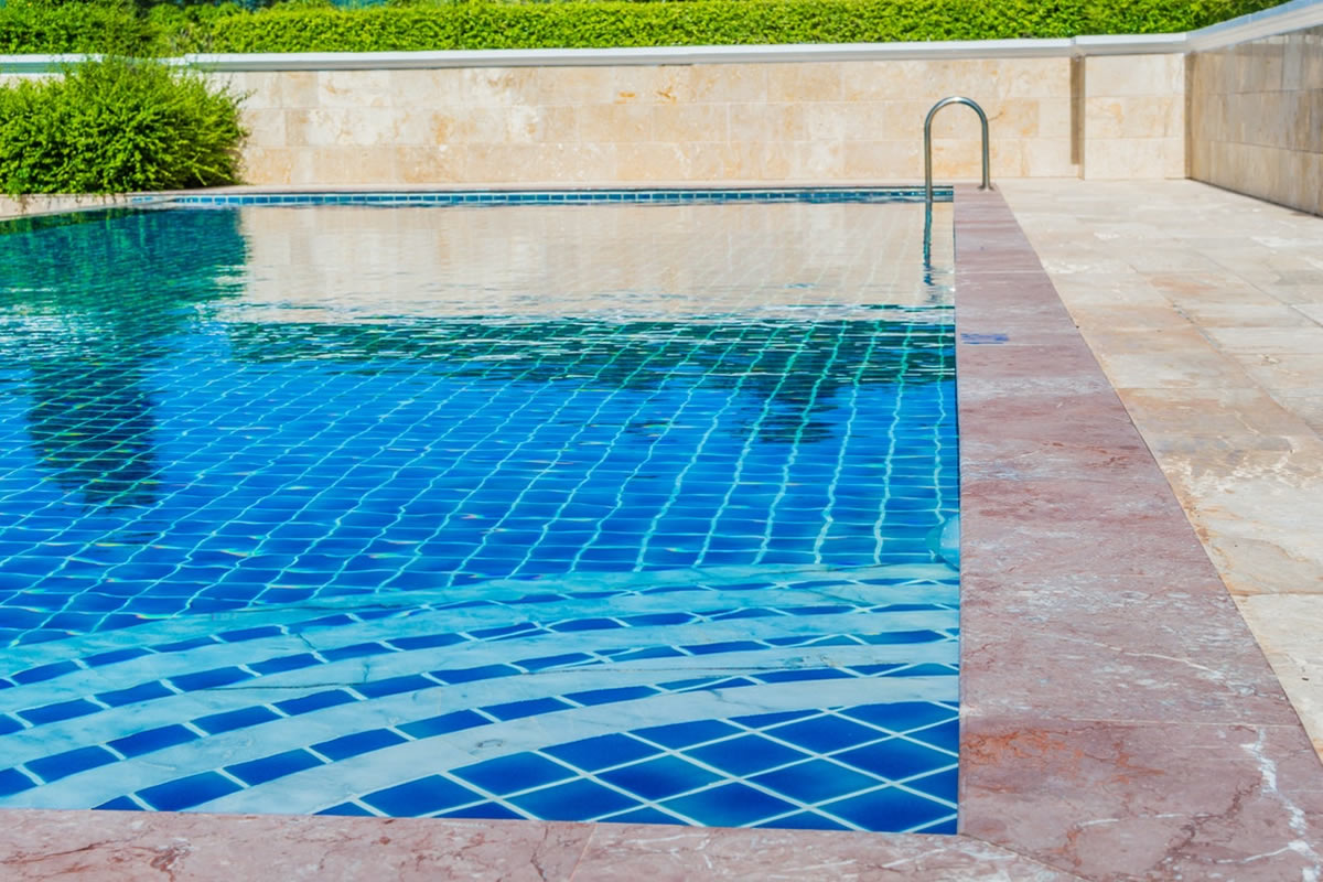 Controlling Algae in Your Swimming Pool