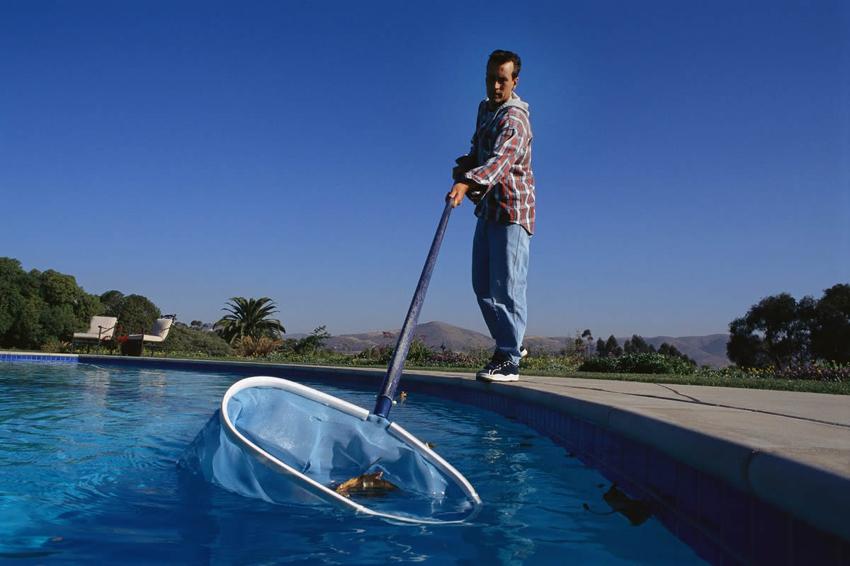 Why You Should Hire a Pool Maintenance Service
