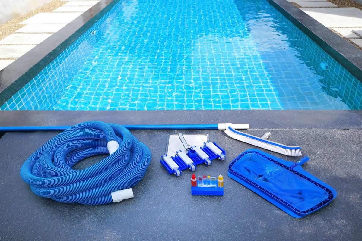 Four Tips for Shocking Your Pool for Algae Removal