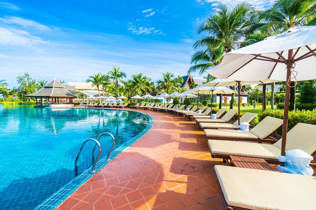 Four Tips to Choosing the Right Pool Care Company