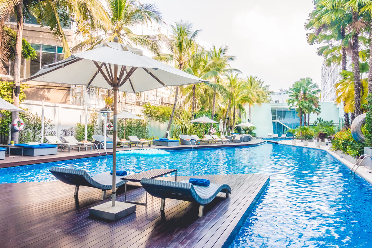 Four Great Reasons to Hire a Pool Service Company